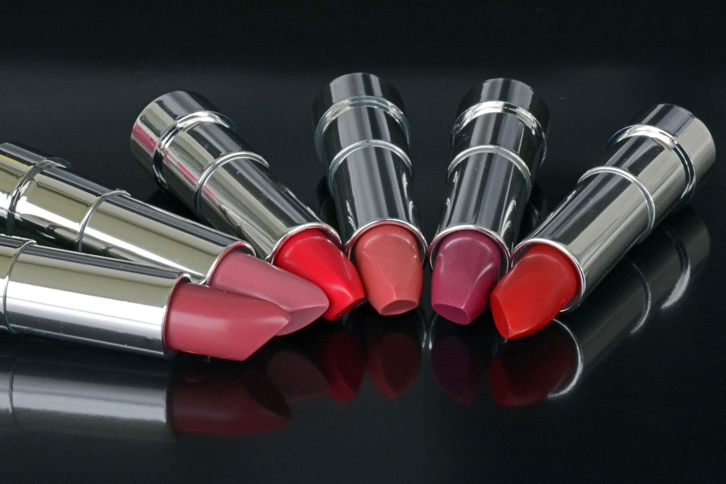 Lipstickgate! Or How to Glide Through Airport Security Like An A-Lister
